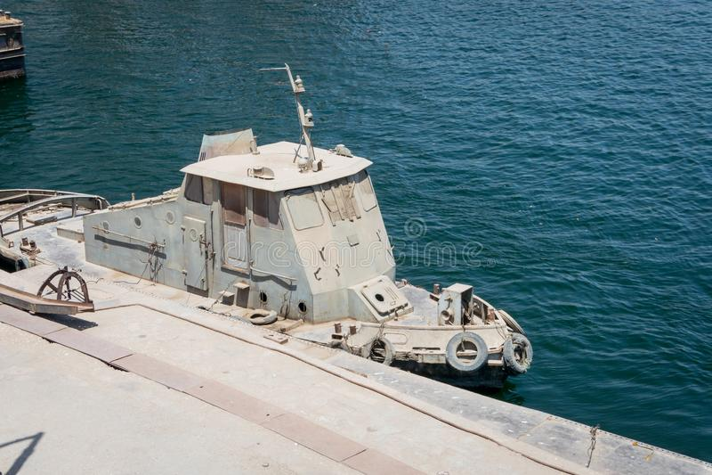 Militärboot auf dem Ufer des Nils Egypt April 2019 stockfoto