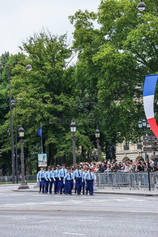 Militären ståtar av nationell gendarmeri (passage) under ceremonieln av den franska nationella dagen, Cham royaltyfri fotografi