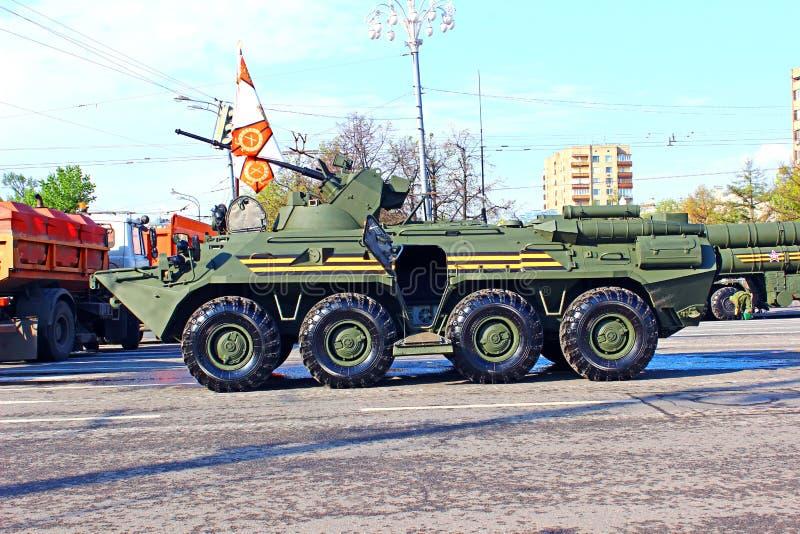 Militären ståtar hängivet till Victory Day i världskrig II i Mosc arkivfoton