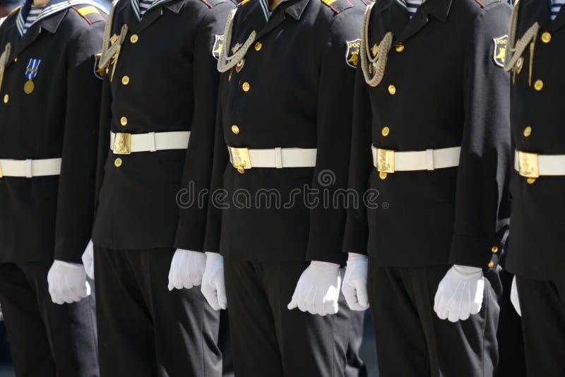 Militären ståtar i Sevastopol, Ukraina royaltyfri fotografi