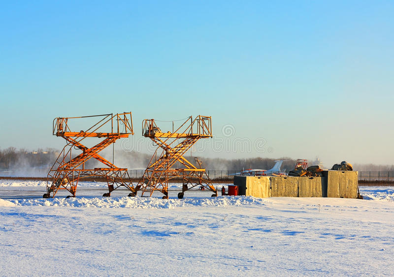 Militärflugplatz im Winter stockbild