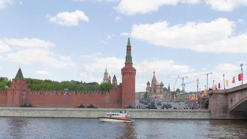 Militärfordon på Victory Day ståtar, Moskva royaltyfri foto
