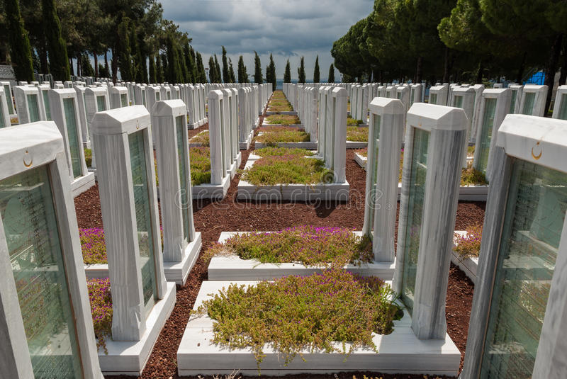 Militärfriedhof in der Türkei stockfotografie