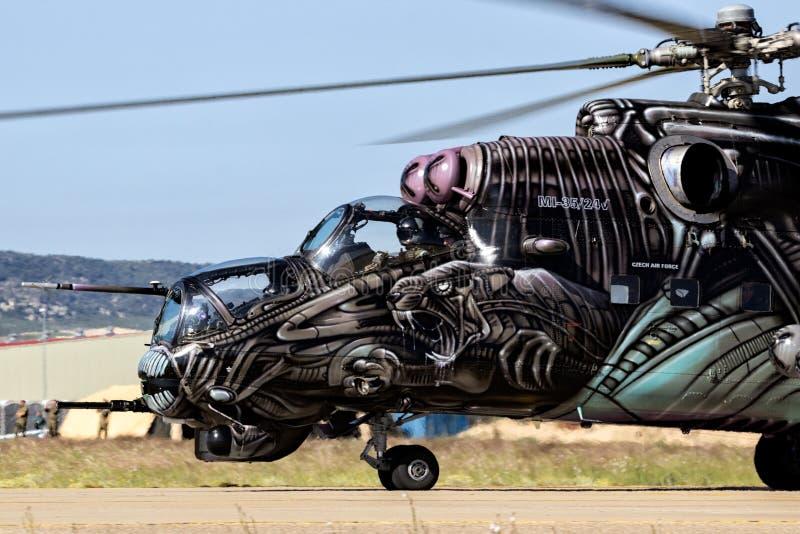 Militärhinterhubschrauberangriff mil Mi-24 lizenzfreies stockfoto