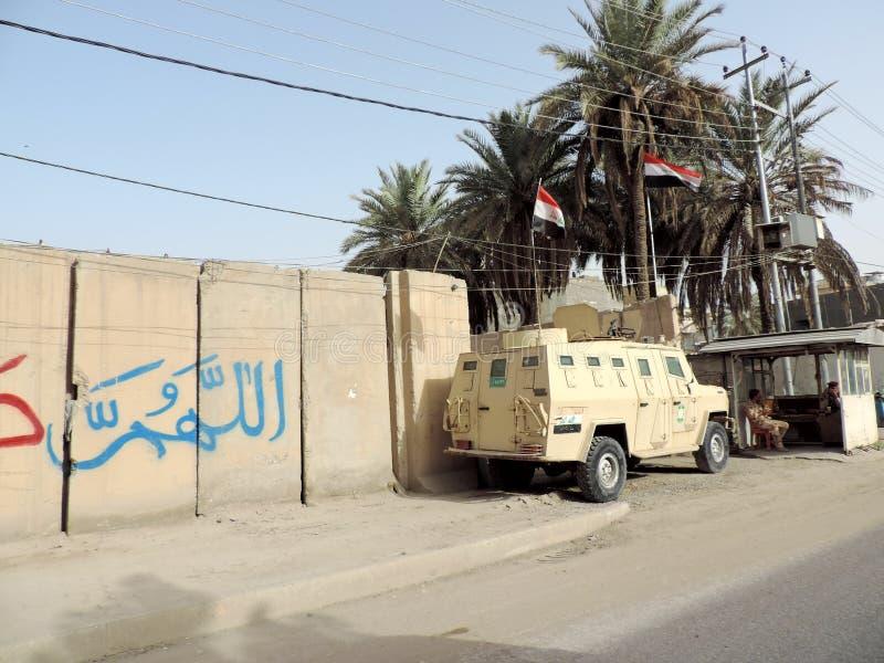Militärkontrolleposten auf den Straßen von Nadschaf lizenzfreies stockbild