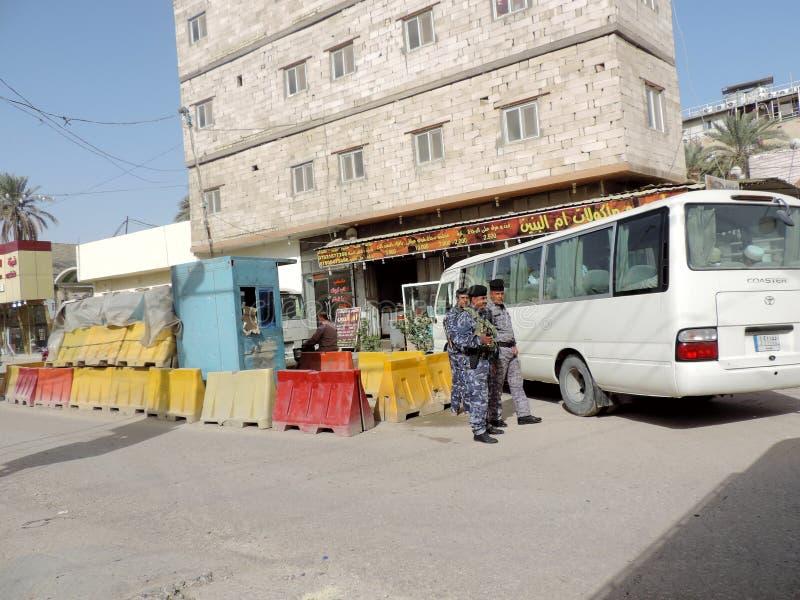 Militärkontrolleposten auf den Straßen von Nadschaf stockfoto