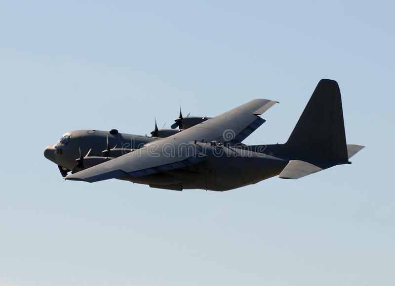 Militärladungflugzeug stockfotografie
