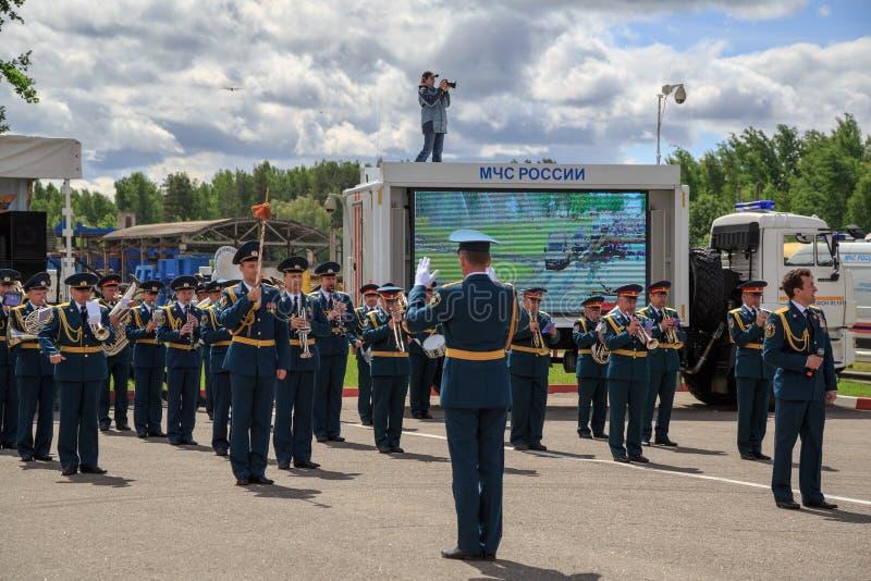 Militärorchester während der Parade der Rettungsausrüstung lizenzfreie stockfotos
