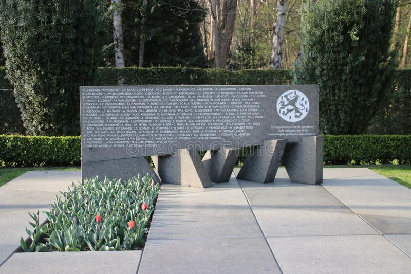Militärt fält av hedern Grebbeberg var de holländska lödmetallerna som är stupade i den första dagen av världskrig 2, begravas arkivfoton