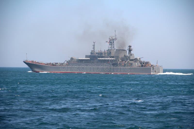 Militärt skepp för amfibisk anfall arkivbild