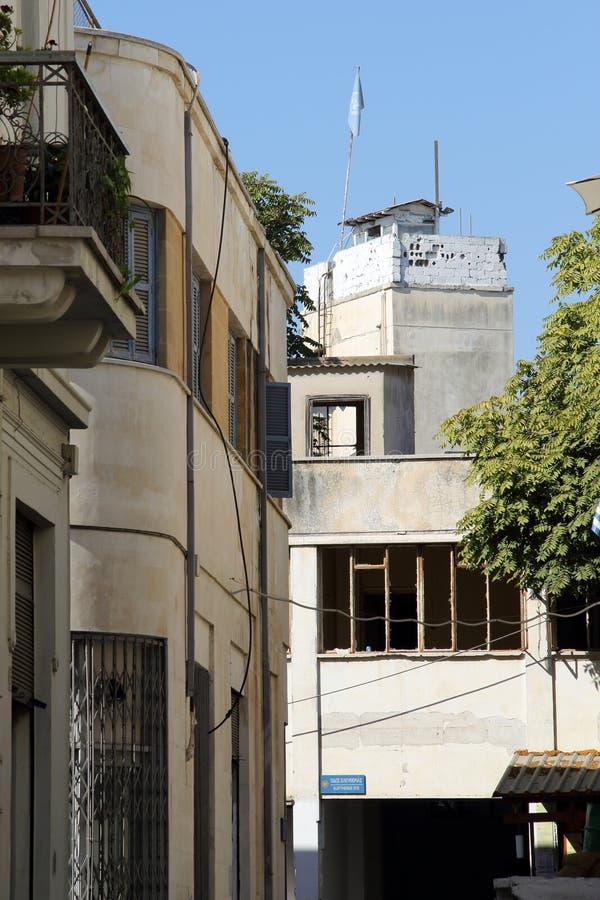 Militärturm auf türkischer Seite der Abgrenzung in Nikosia lizenzfreies stockbild