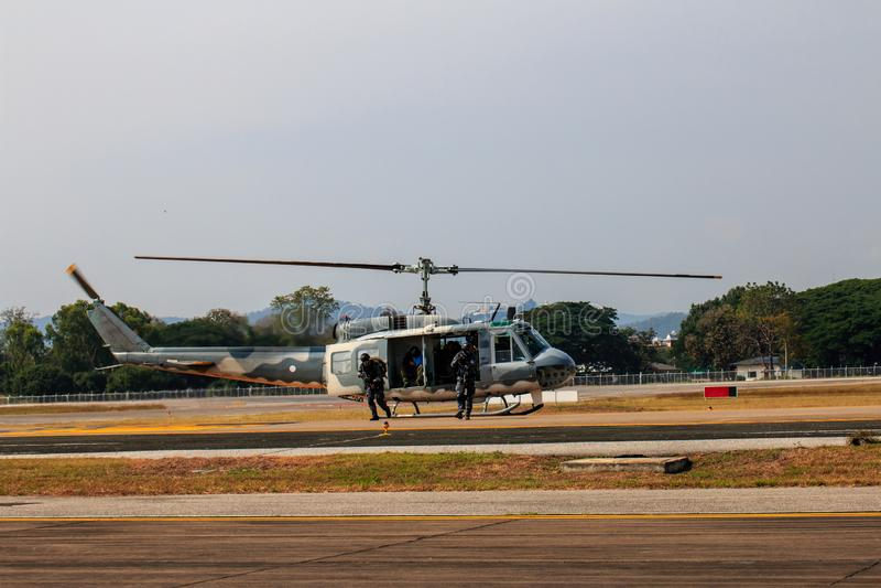Milit?r helikoptershow p? barns dag i Chiang Mai, Thailand arkivfoton