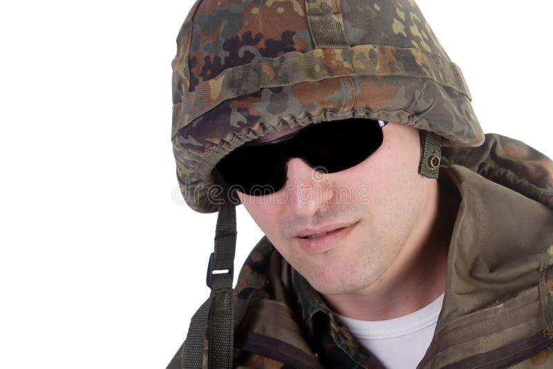 Militair die donkere glazen draagt stock foto's
