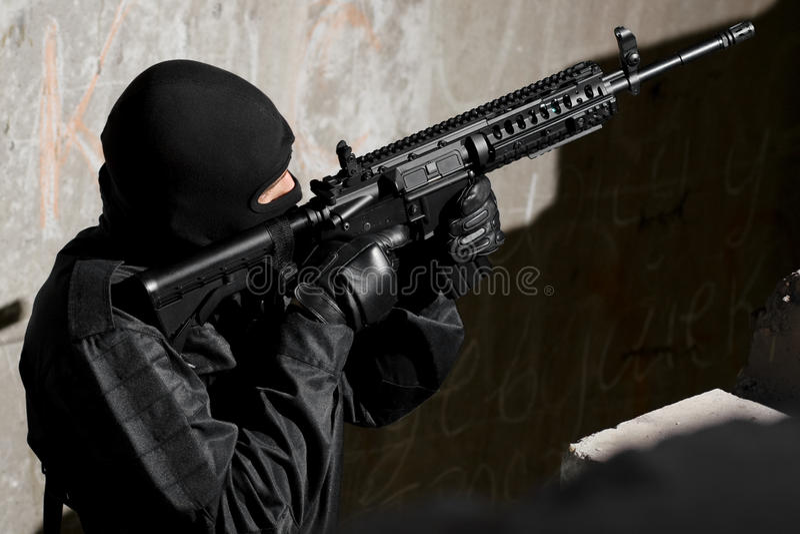 Militair die met A.M. richt - kanon 4 royalty-vrije stock foto