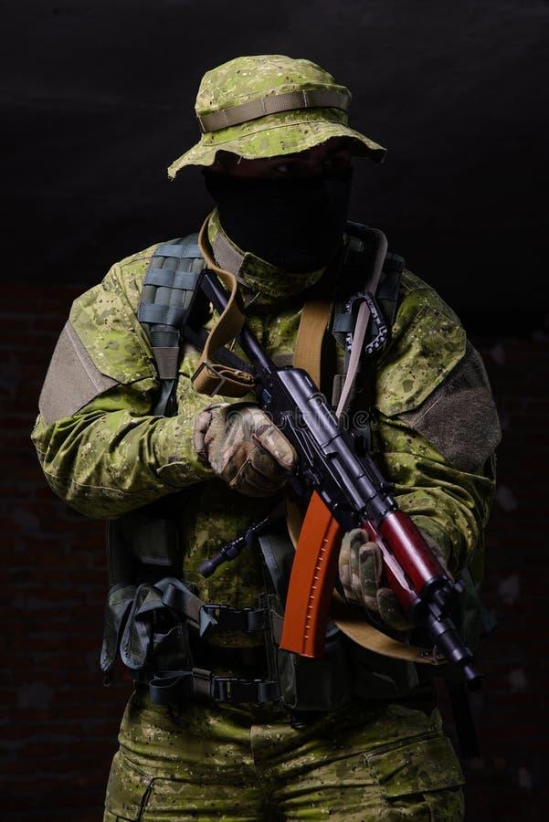 militair met kanon royalty-vrije stock afbeeldingen