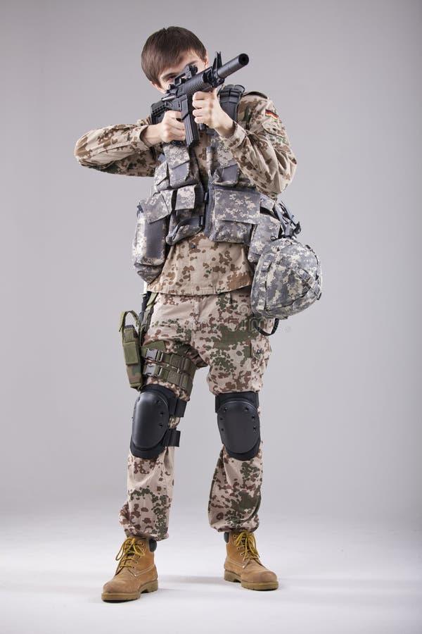 Militair met machinegeweer stock afbeeldingen