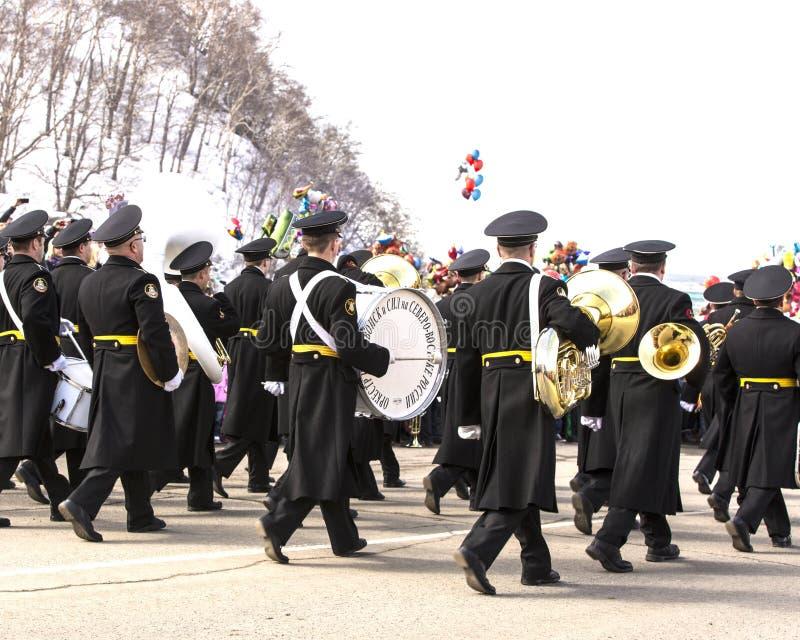 Militair orkest op parade stock afbeelding