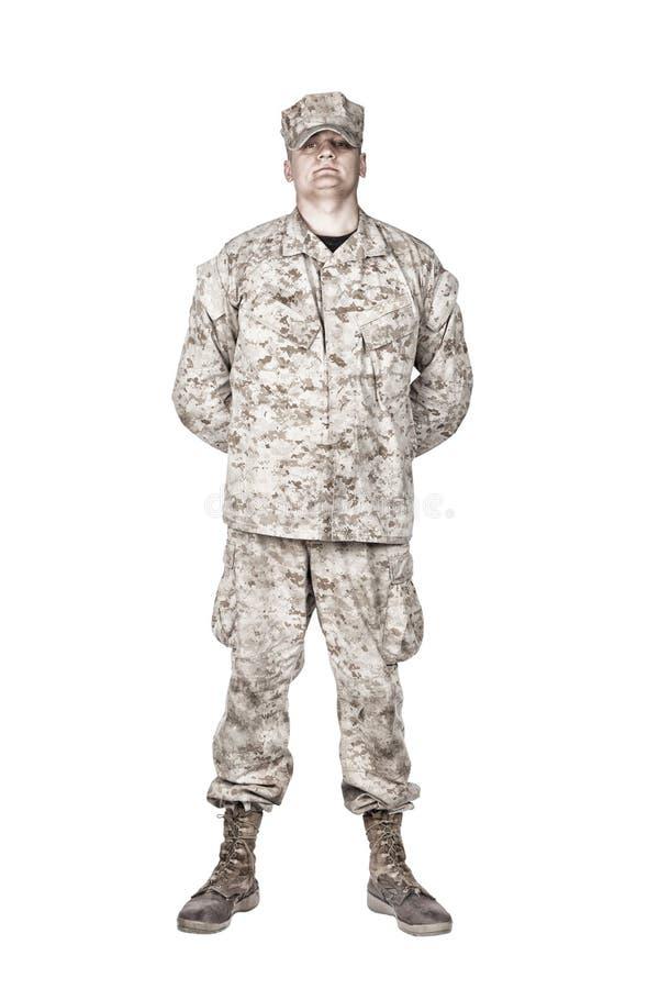 Militair in paraderust de spruit van het positie vooraanzicht stock foto's