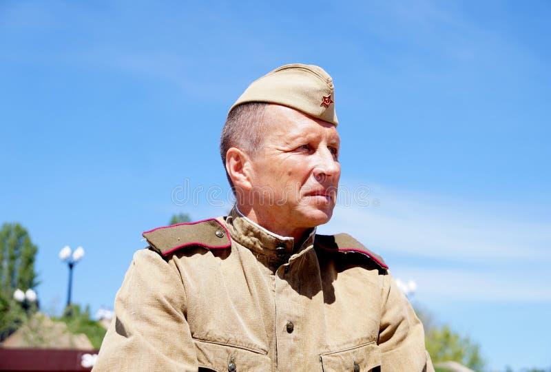 Militair van Rood Leger in de vorm van tijden van Wereldoorlog II stock afbeeldingen