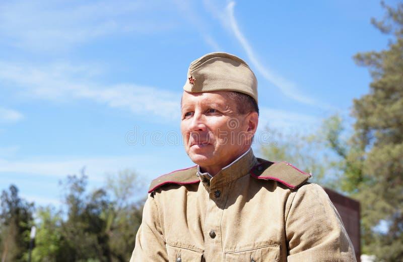 Militair van Rood Leger in de vorm van tijden van Wereldoorlog II stock foto