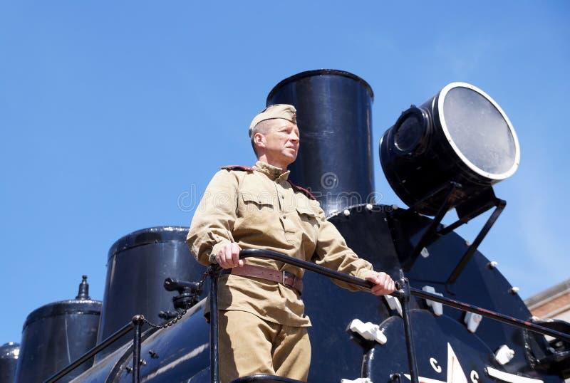 Militair van Rood Leger in de vorm van tijden van Wereldoorlog II bij stock foto's