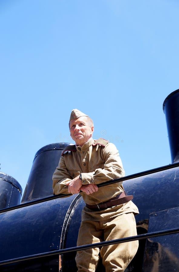 Militair van Rood Leger in de vorm van tijden van Wereldoorlog II bij stock foto