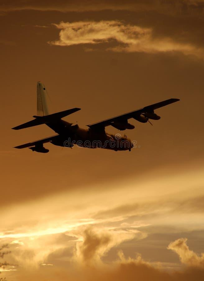 Militair vervoervliegtuig stock afbeelding