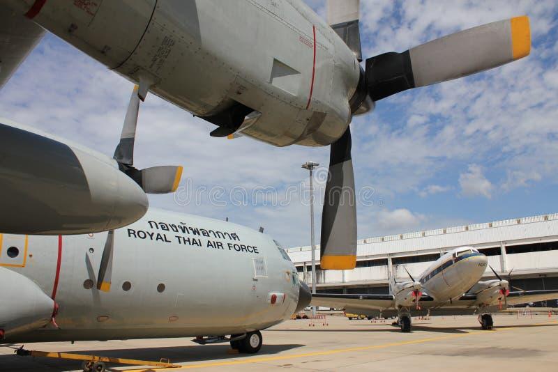 Militair vrachtvliegtuig royalty-vrije stock afbeeldingen