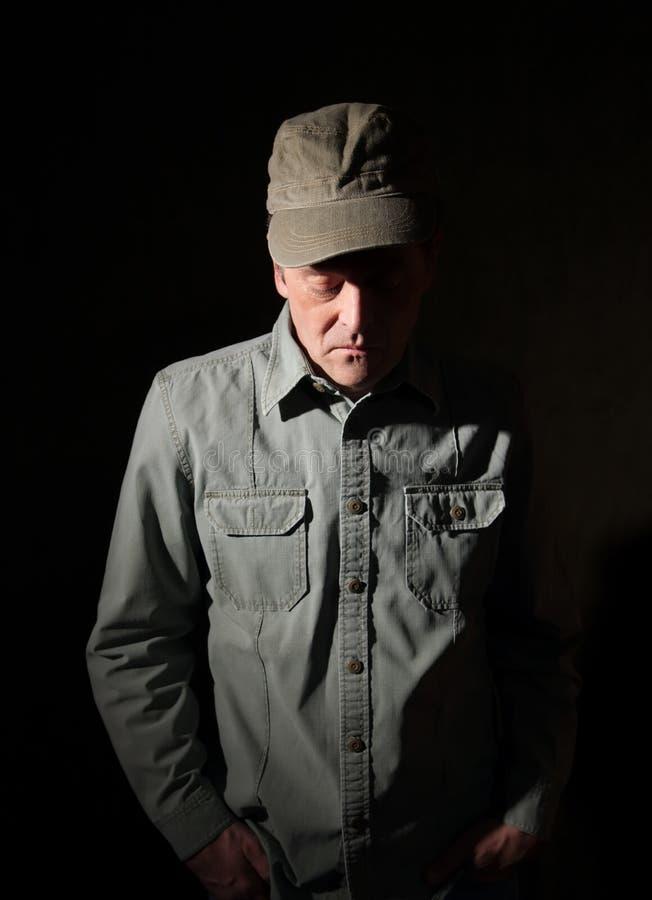 Militaire avec des mains dans la poche photo libre de droits