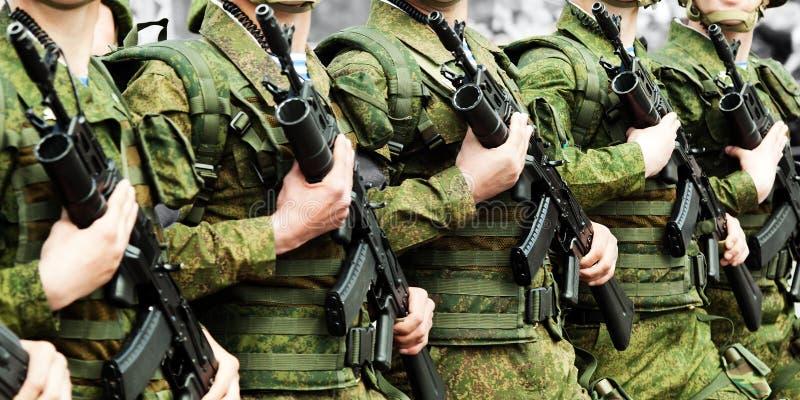 Militaire eenvormige militairrij royalty-vrije stock afbeeldingen