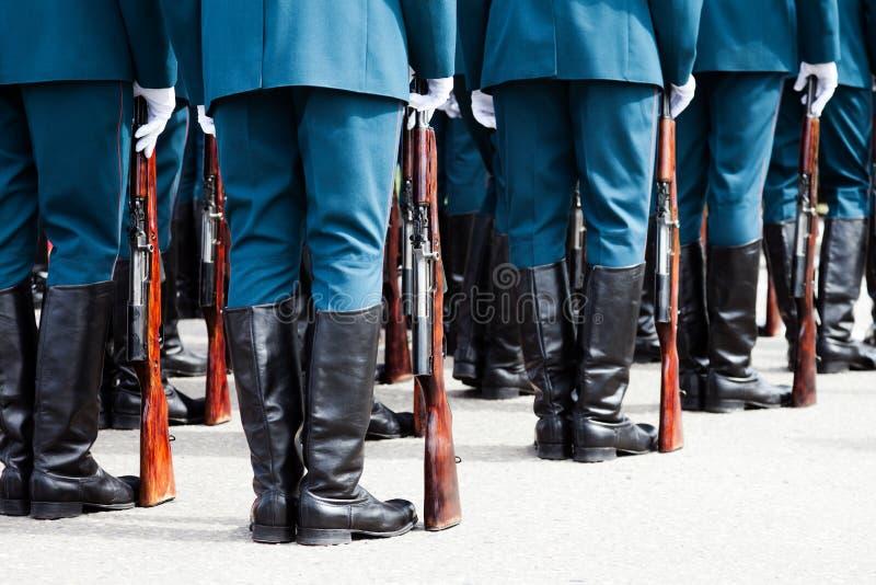 Militaire eenvormige militairrij stock fotografie