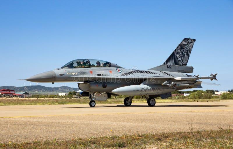 Militaire F-16 vechters straalvliegtuigen stock foto's