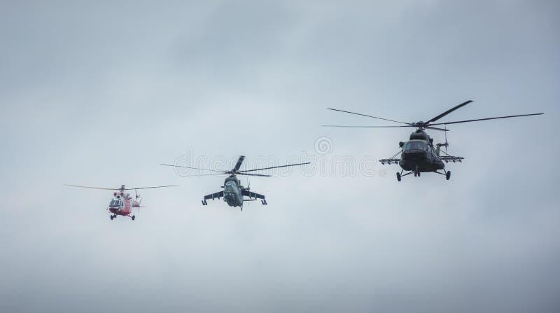 Militaire helikopters die naar de actie vliegen royalty-vrije stock fotografie