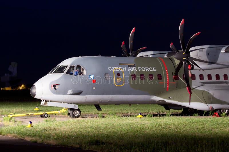 Militaire het vervoervliegtuigen van de Tsjechische Luchtmacht Casa 295M royalty-vrije stock foto's