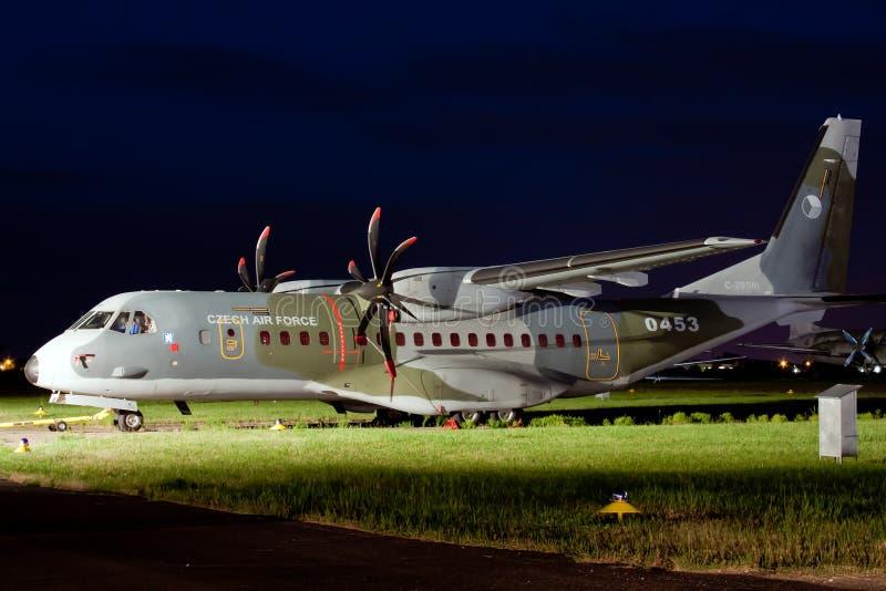 Militaire het vervoervliegtuigen van de Tsjechische Luchtmacht Casa 295M stock foto's