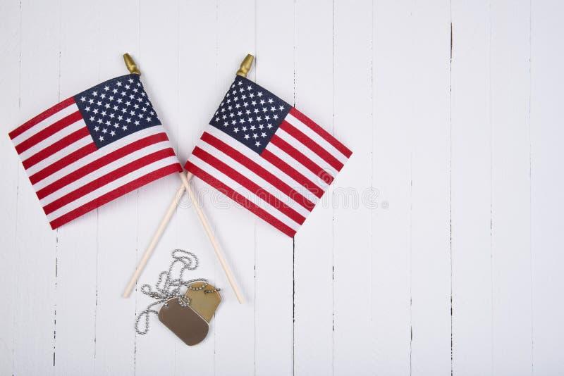 Militaire Hondmarkeringen en Amerikaanse Vlaggen en Exemplaarruimte stock afbeelding