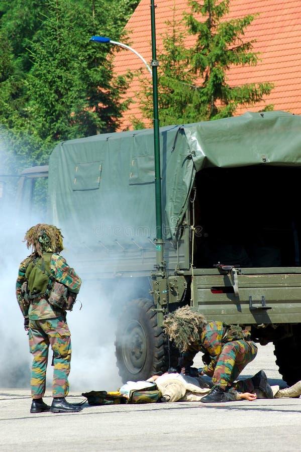 Militaire interventie, gewond soldeersel. royalty-vrije stock afbeelding