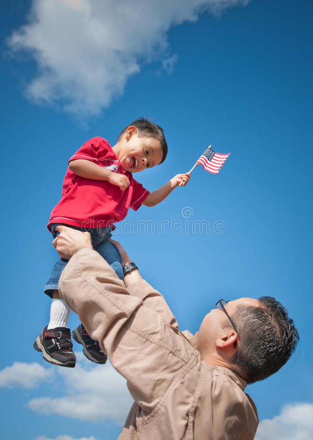 Militaire kind en vader stock afbeelding