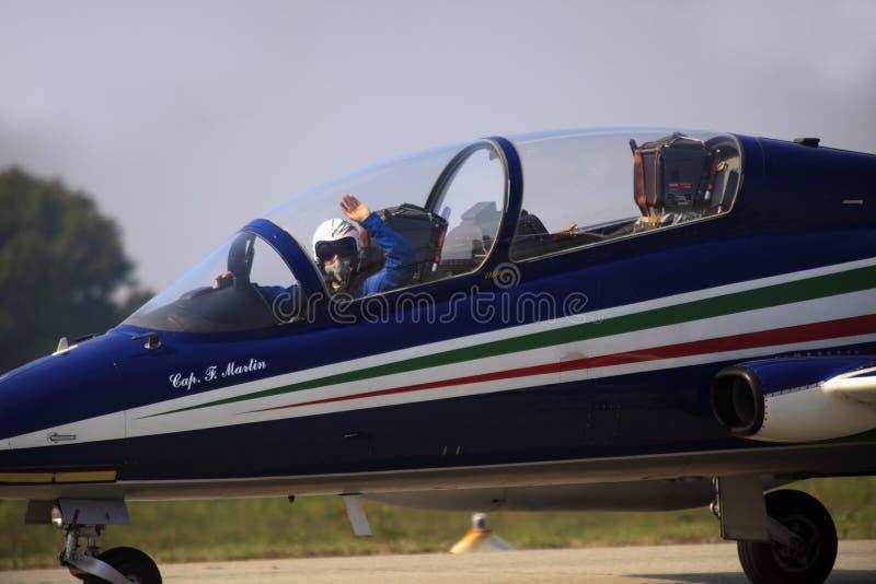Militaire luchtmachtbasis Cameri, het Italiaanse acrobatische team 'Frecce Tricolori 'tijdens een airshow royalty-vrije stock fotografie