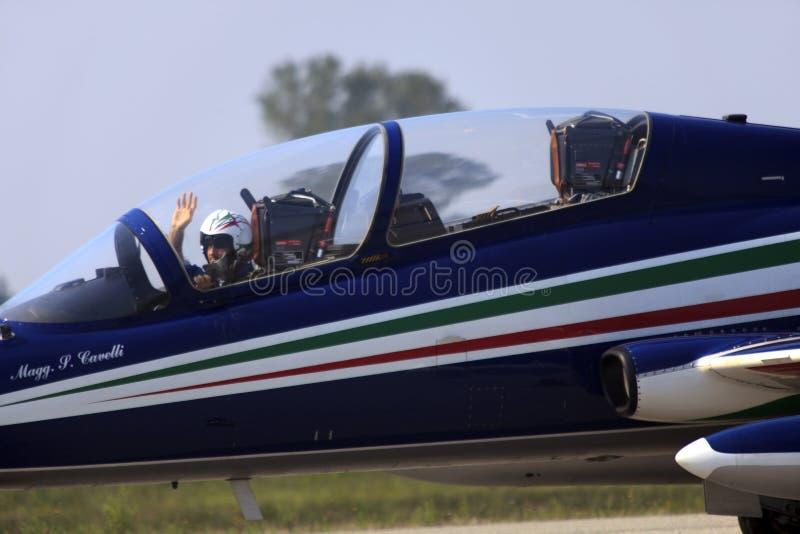 Militaire luchtmachtbasis Cameri, het Italiaanse acrobatische team 'Frecce Tricolori 'tijdens een airshow royalty-vrije stock foto's