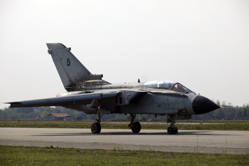 Militaire luchtmachtbasis Cameri, het Italiaanse acrobatische team 'Frecce Tricolori 'tijdens een airshow royalty-vrije stock afbeeldingen