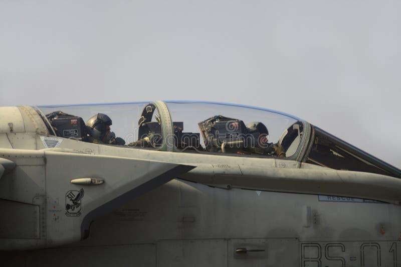 Militaire luchtmachtbasis Cameri, het Italiaanse acrobatische team 'Frecce Tricolori 'tijdens een airshow royalty-vrije stock afbeelding