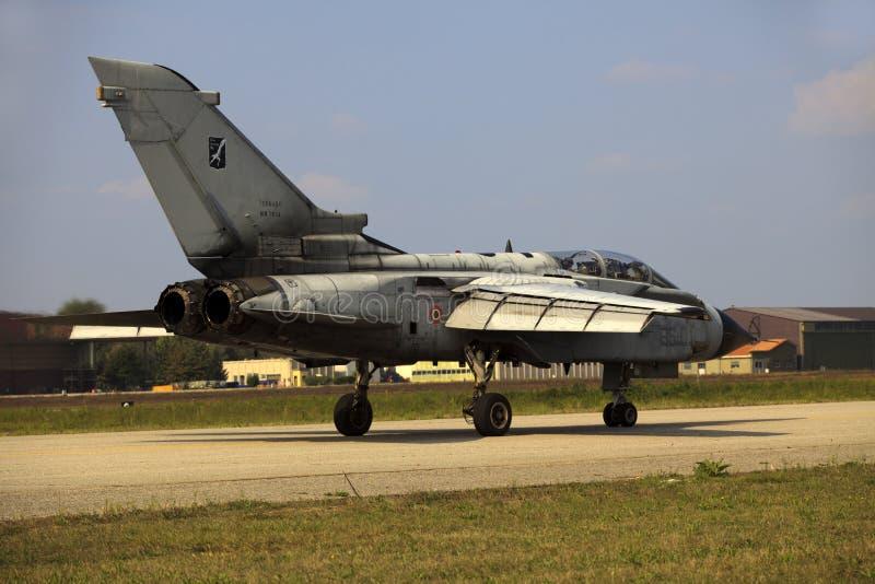Militaire luchtmachtbasis Cameri, het Italiaanse acrobatische team 'Frecce Tricolori 'tijdens een airshow stock afbeeldingen