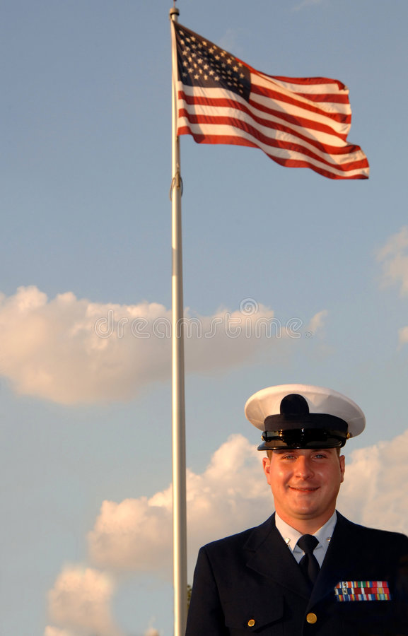 Militaire mens en vlag