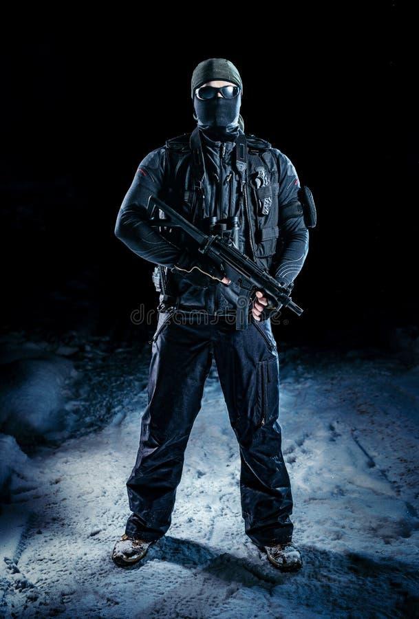 Militaire mens met omhoog duimen stock afbeeldingen