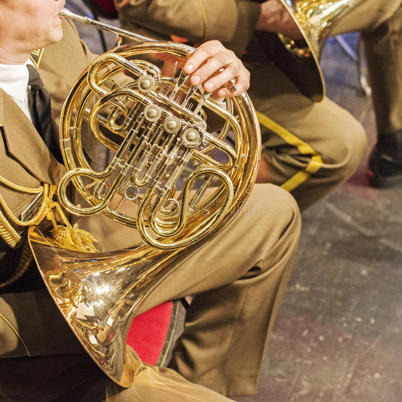 Militaire orkestmusici die jazz spelen stock foto's