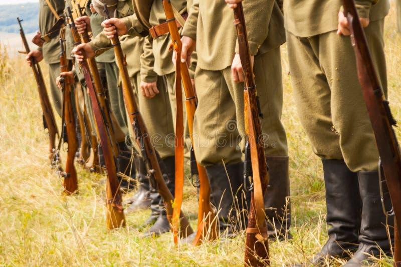 Militaire reenactors in uniformen van een Wereldoorlog II royalty-vrije stock fotografie