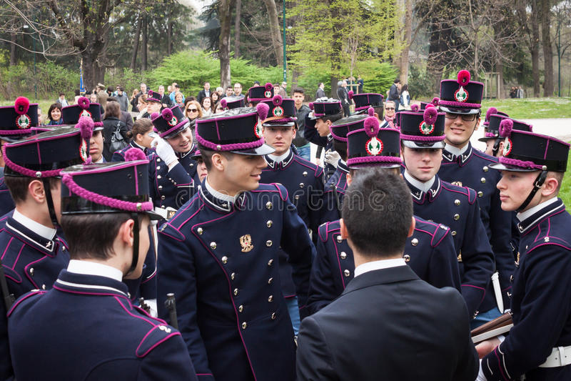 Download Militaire Schoolkadetten In De Eedceremonie Redactionele Stock Afbeelding - Afbeelding bestaande uit academie, marching: 39103974