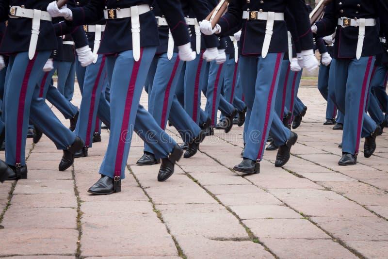 Download Militaire Schoolkadetten In De Eedceremonie Redactionele Fotografie - Afbeelding bestaande uit traditioneel, menigte: 39103982