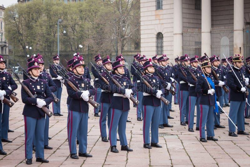 Download Militaire Schoolkadetten In De Eedceremonie Redactionele Fotografie - Afbeelding bestaande uit geweer, eenvormig: 39104027